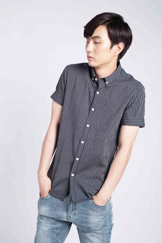 Fine Striped Short Sleeve Shirt In Navy Blue
