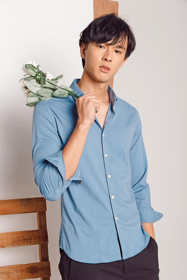 Classic Long Sleeve Slim-fit Shirt in Blue