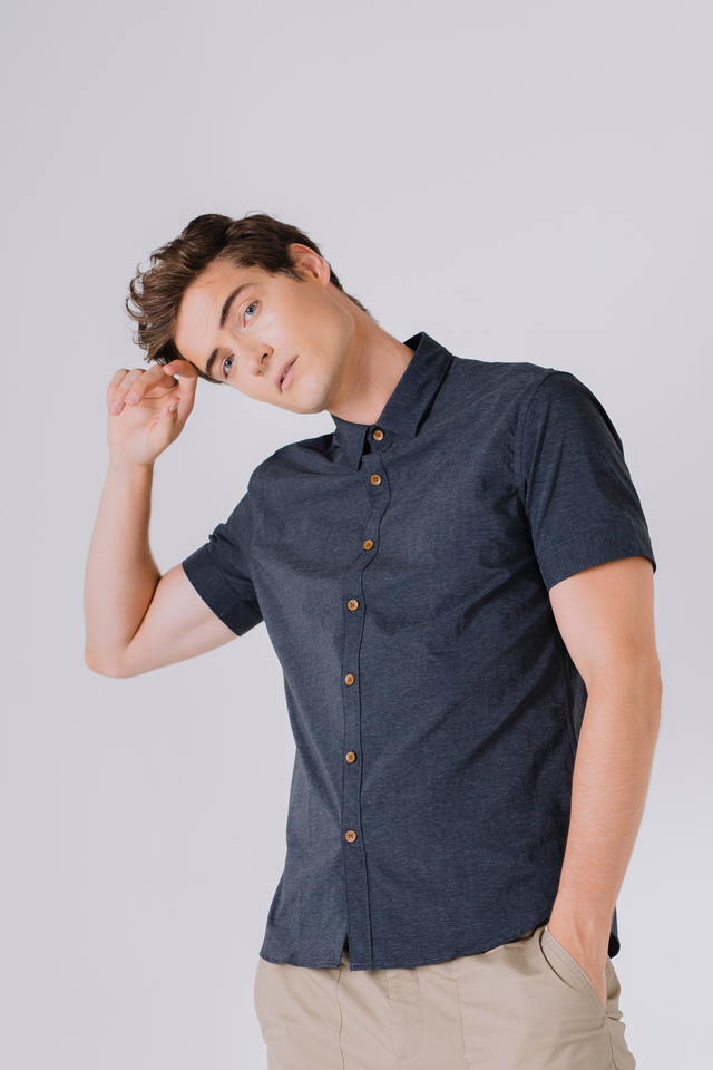 Button Down Short Sleeve Shirt in Navy