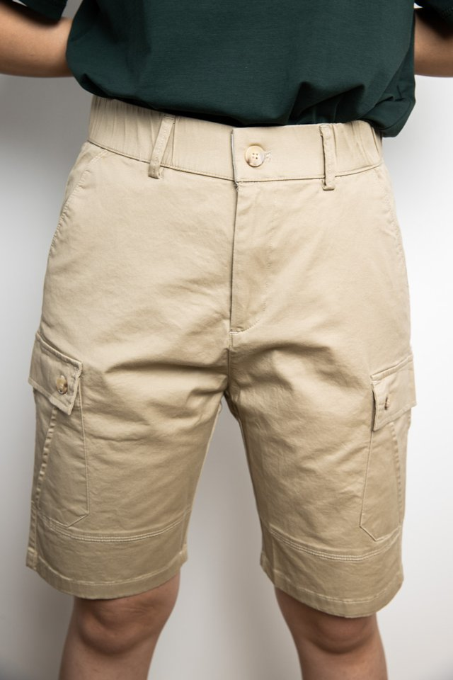 Cargo Shorts in Khaki