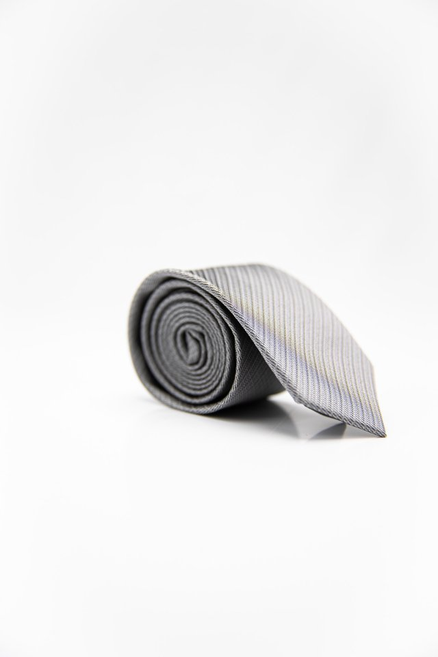 GEOMETRIC TIE IN LIGHT GREY