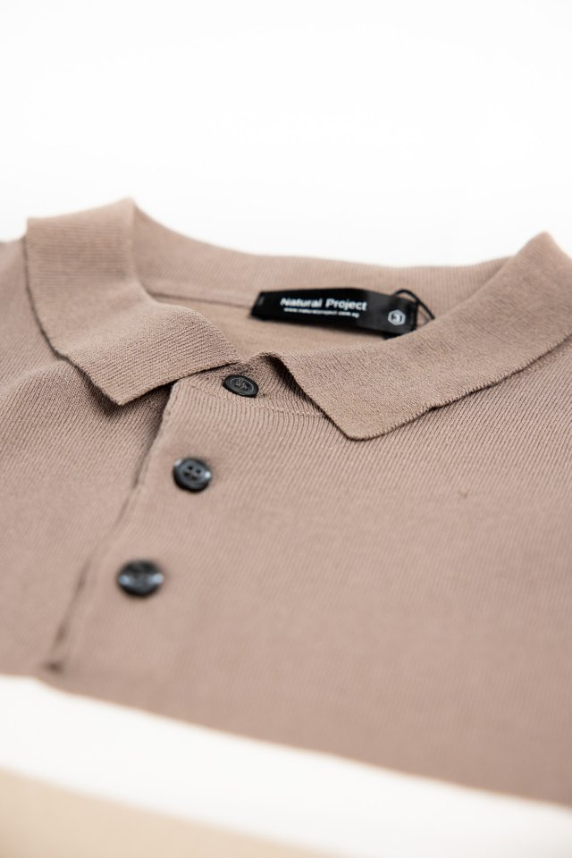 Tones Knitwear Polo Tee in Brown